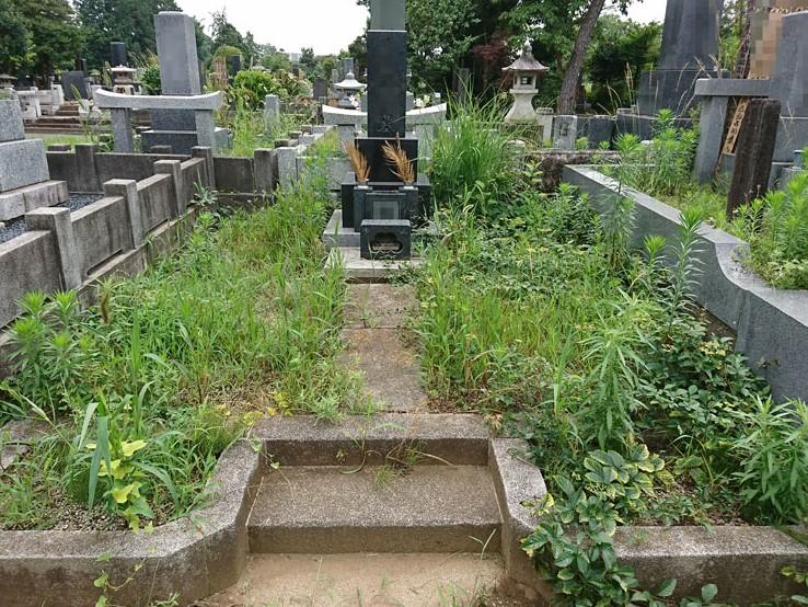 京都府でお墓のクリーニングと除草作業 [before]
